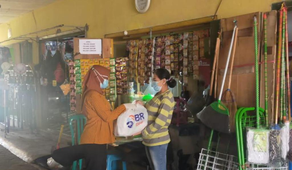 BRI Kanwil Malang Salurkan Ribuan Paket Sembako di Masa PPKM