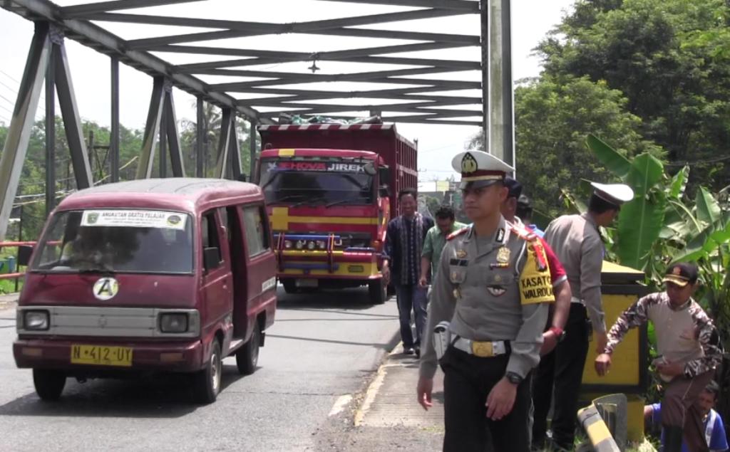 Rusak dan Berumur Tua, Forum Lalulintas Cek Jembatan di Lumajang