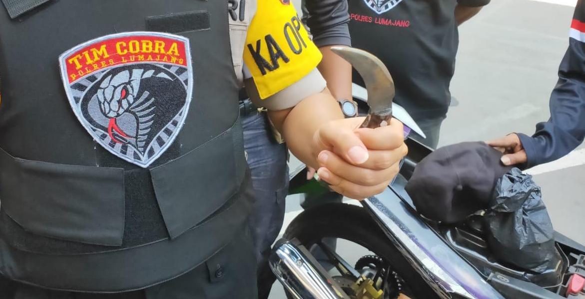 Clurit Pemuda Klakah Tabrak Petugas Diduga Begal Diperiksa ke Labfor Polda