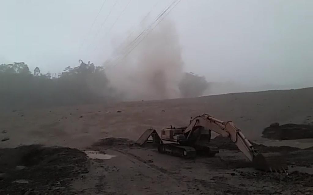 Saat Lahar Letusan Semeru Aktifitas Tambang Pasir Masih Berlansung