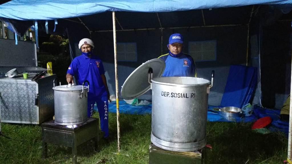 Dapur Umum Dinsos Lumajang Siaga di Supiturang