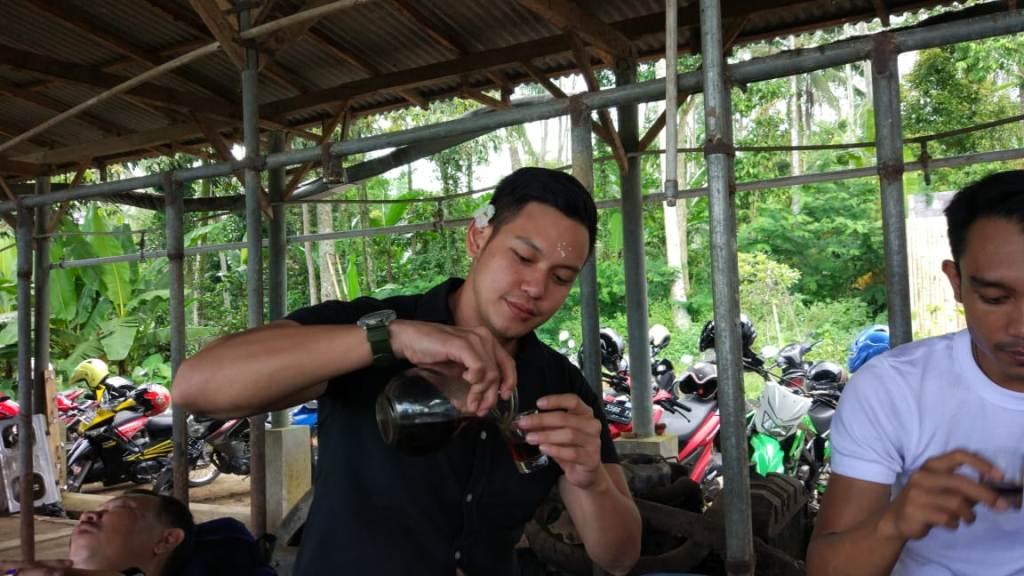 Ferlyanto Artis Jakarta Cicipi Nikmatnya Kopi Senduro