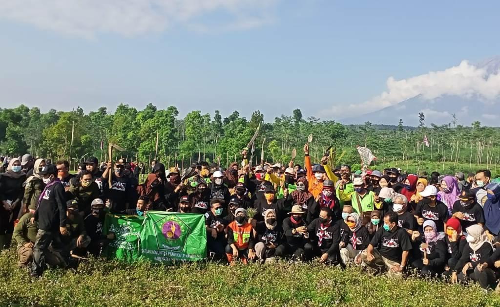 Ribuan Pemuda Lumajang Hijaukan Bumi Perkemahan Glagaharum