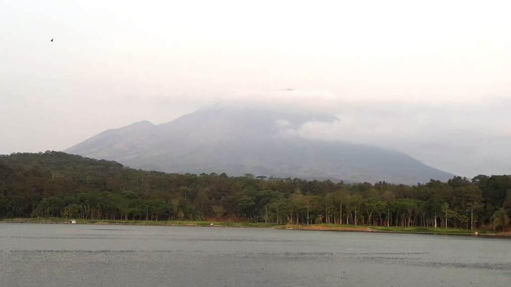 Sekitar Gunung Lemongan Terdengar Ledakan dan Gempa Lokal