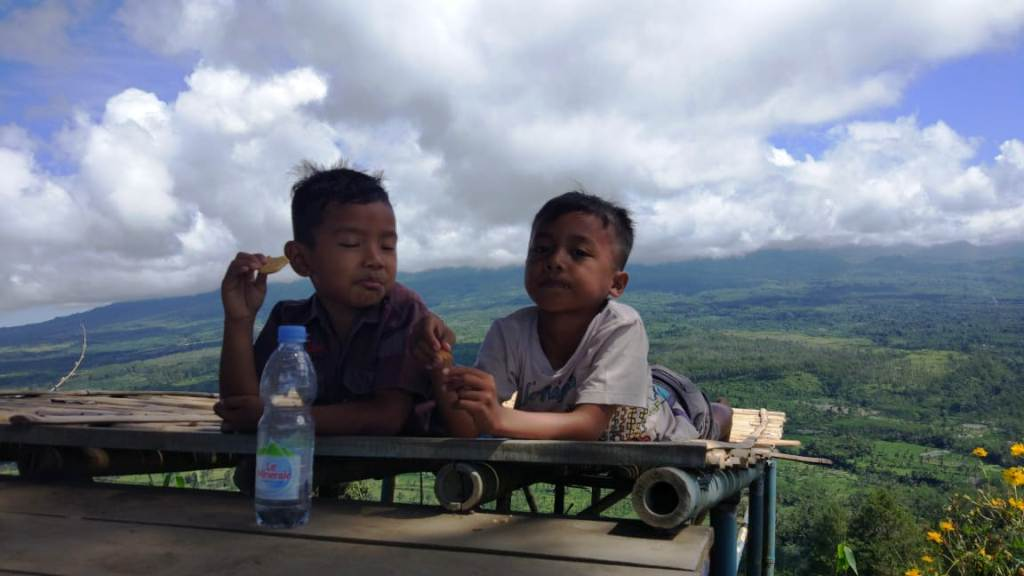 Keindahan Puncak Gunung Wayang Bisa Dicapai Wisatawan Cilik