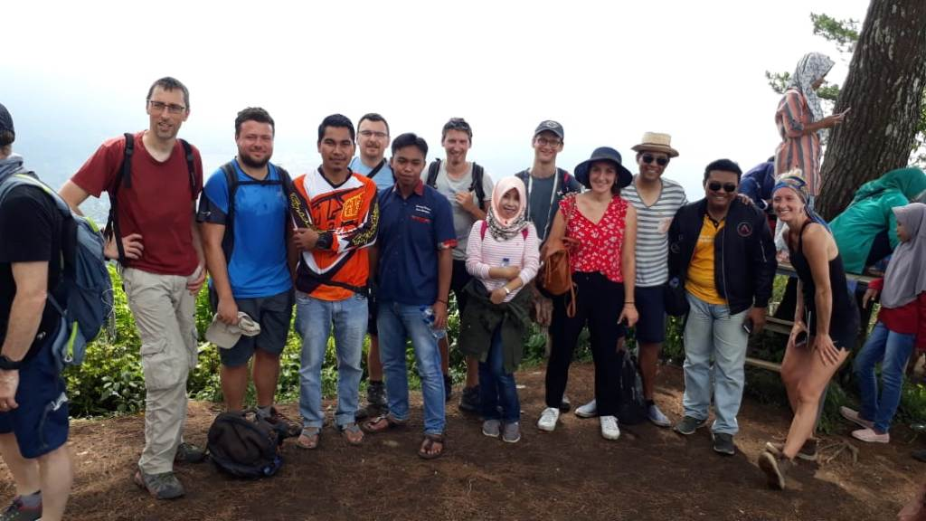 Indahnya Gunung Wayang Juga Pikat Wisatawan Asing Asal Prancis