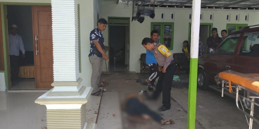 Pak Haji Lumajang Babak Belur Ketahuan Tiduri Istri Tentangga