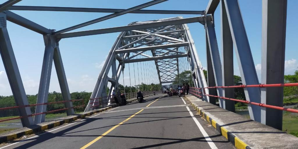 Jembatan Selowangi JLS Lumajang Sepi Akibat Penutupan Objek Wisata