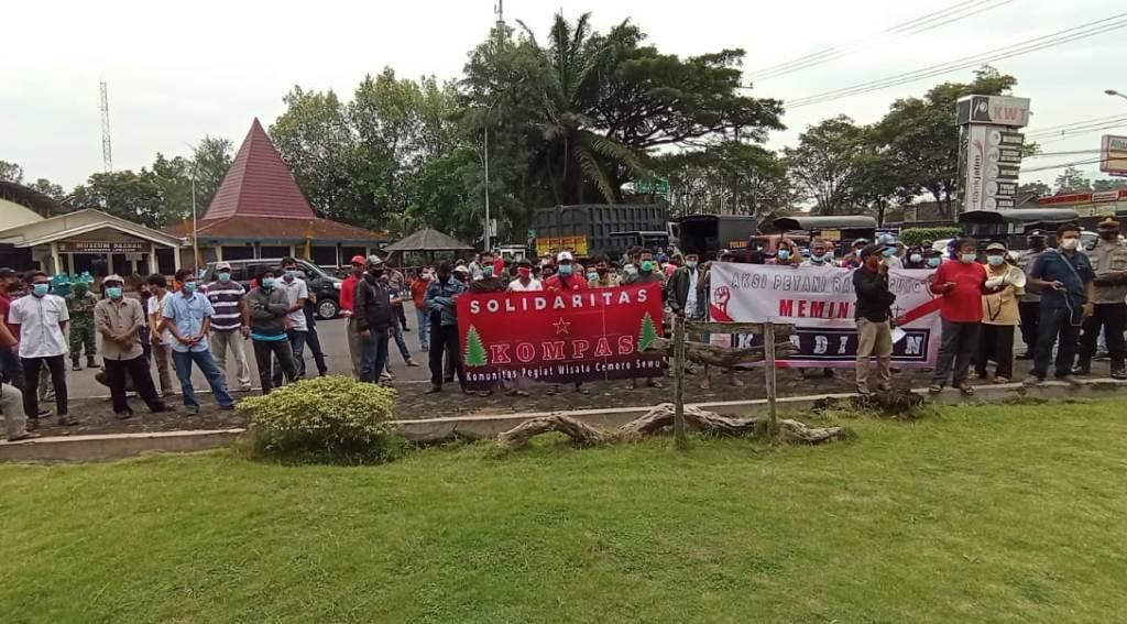 Petani Randuagung Demo DPRD Lumajang Soal HGU PT Kali Jeruk