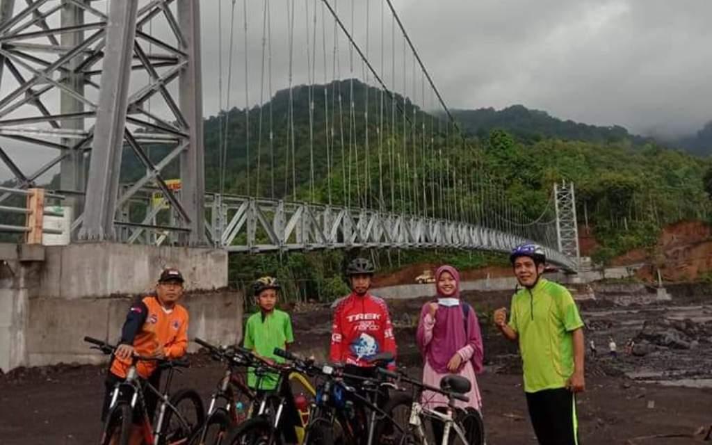 Jembatan Layang Terpanjang di Jatim Jadi Spot Foto Goweser Lumajang