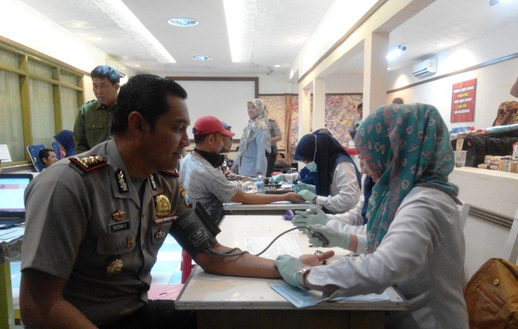 Jelang May Day, Kapolres Ikut Donor Darah di PT Mustikatama