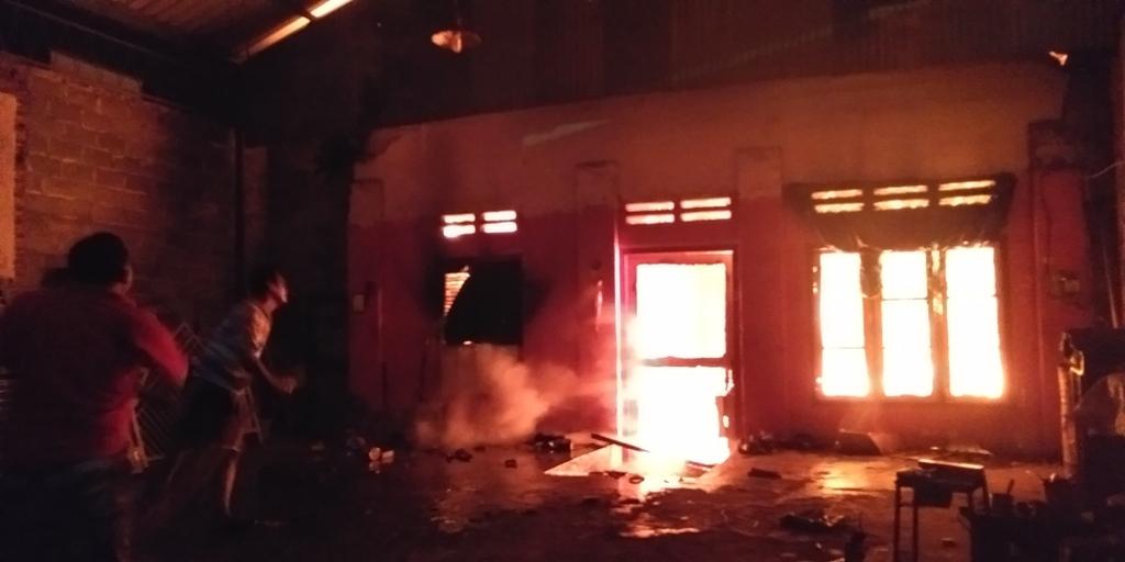 Api Hanguskan Bengkel Las di Kebonsari Sumbersuko