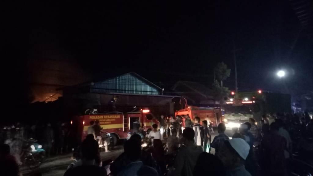 Kebakaran Hebat Bengkel Las di Sumbersuko Berhasil Dipadamkan
