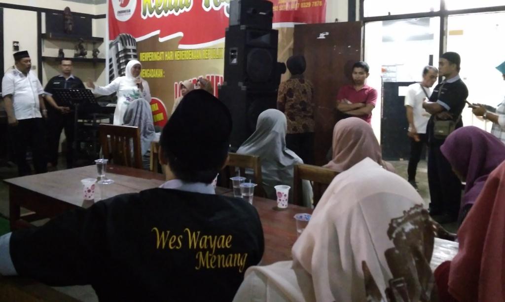 Khofifah Kembali Sapa Petani Salak dan Relawan KIP Lumajang