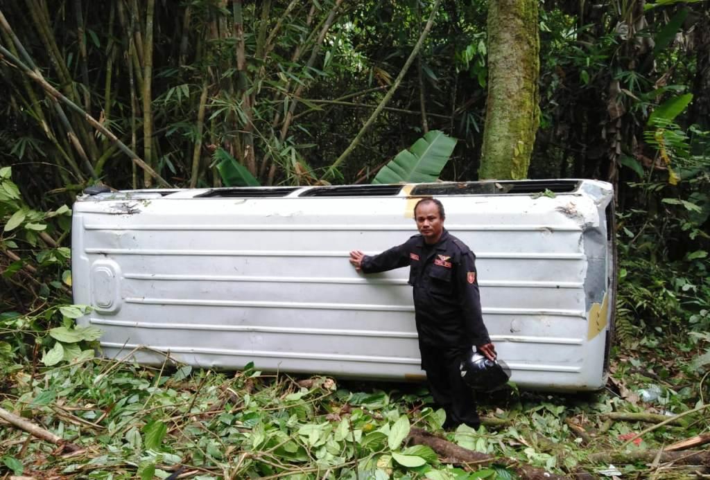 Mini Bus Rombongan Pelajar SMPIT Tukum Masuk Jurang di Ireng-ireng TNBTS