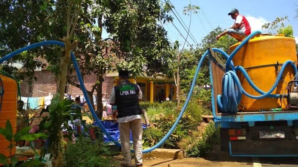 LPBINU Lumajang Salurkan Air Bersih Pada Warga Dua Desa