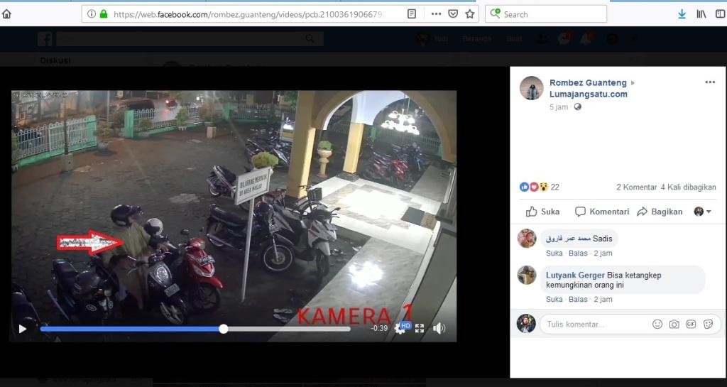 Aksi Emak-emak Curi Tas di Halaman Masjid Al-Kautsar Lumajang Terekam CCTV