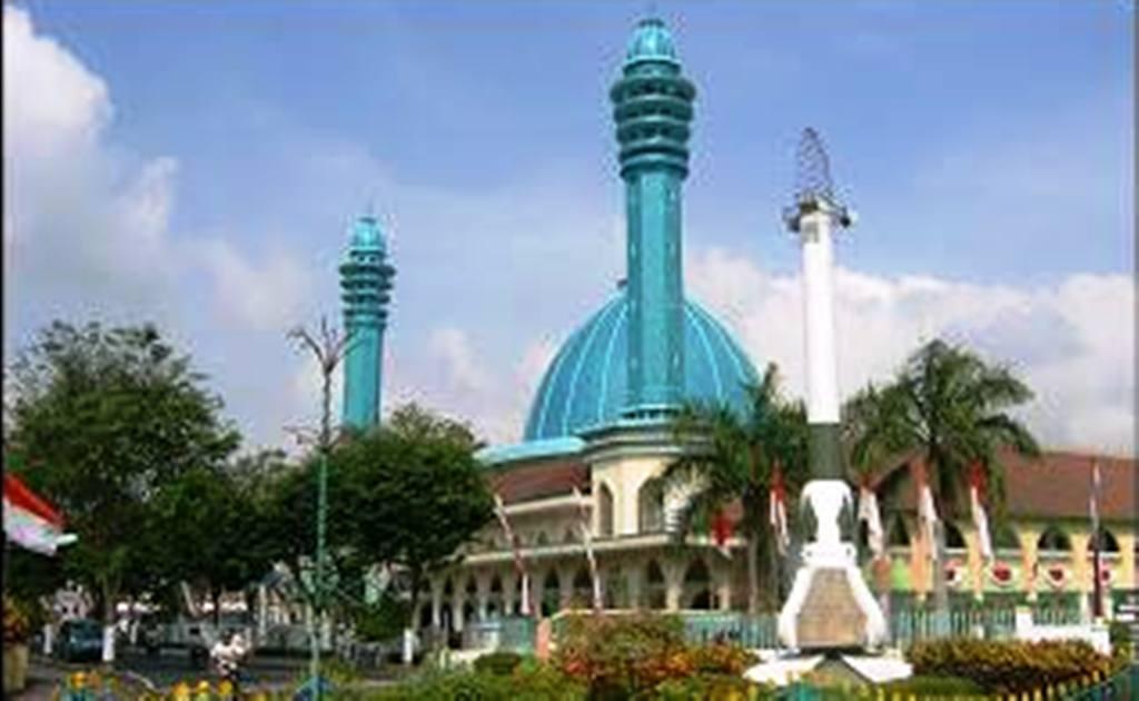 Masjid Agung Anas Machfudz Lumajang Siapkan Takjil dan Buka Puasa
