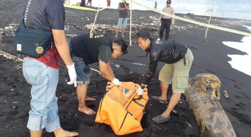 Warga Geger Ditemukan Mayat Tanpa Kepala di Pantai Pasirian Lumajang