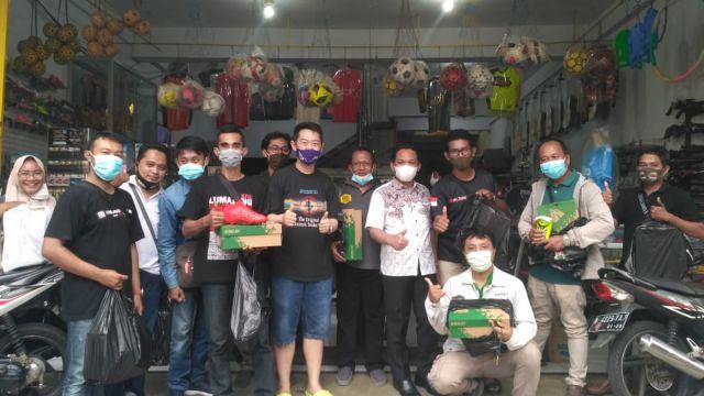 Cak Thoriq Ajak Wartawan Lumajang Beli Sepatu Bola