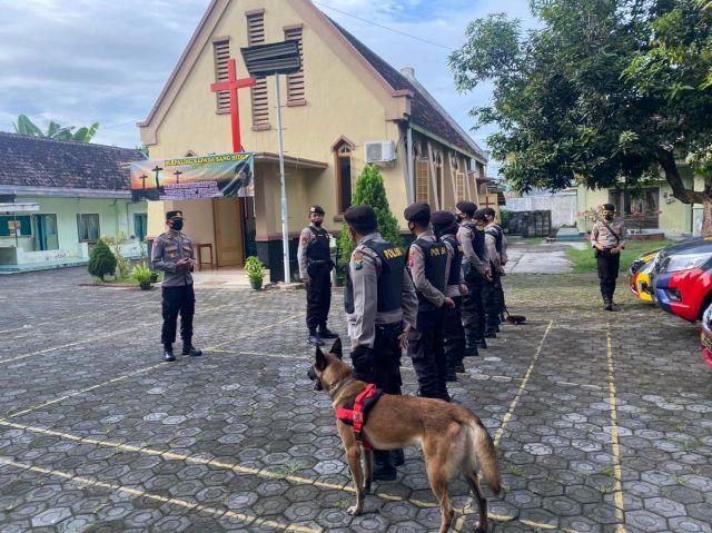 Anjing Pelacak di Kerahkan Pengamanan Gereja Lumajang Rayakan Paskah