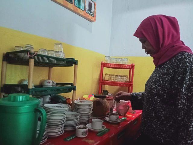 Kopi Legend Mak Ros Lumajang Booming Bareng Tahu Campurnya