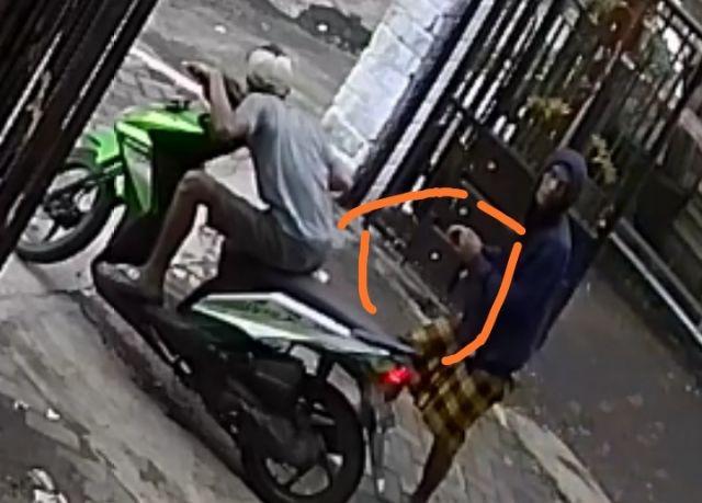 Paksi Residivis Kejahatan Terekam CCTV saat Curi Burung Murai