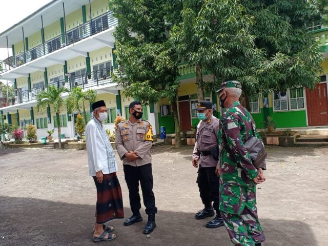 Kapolres Lumajang AKBP Eka Kunjungi Ponpes Darun Najah
