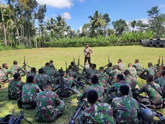 Kapolres Lumajang Memberikan Motivasi Ke Anggota Batalyon Infantri 527