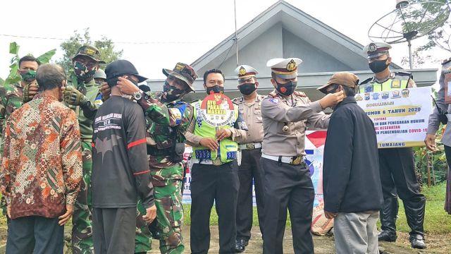 Satlantas Polres Lumajang Gelorakan Gerakan Warga Jatim Bermasker