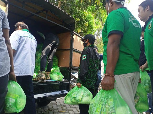 PPP dan GBK Bagikan Paket Sembako pada Warga Terdampak Erupsi Semeru