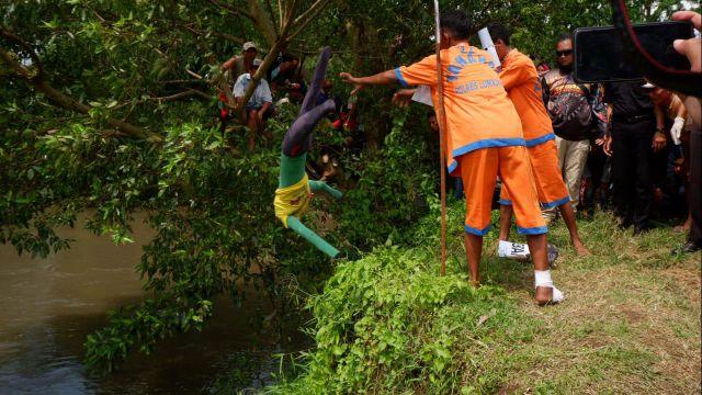 Inilah Kumpulan Foto Detik - detik Syafii Buang Jenazah ID ke Sungai Bondoyudo - Lumajang