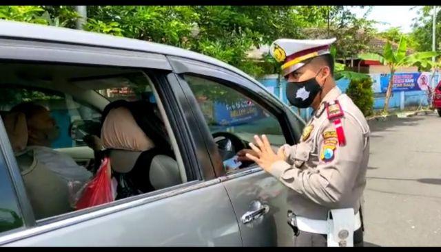 Puluhan Mobil Dipaksa Putar Balik di Pos Perbatasan Lumajang - Malang
