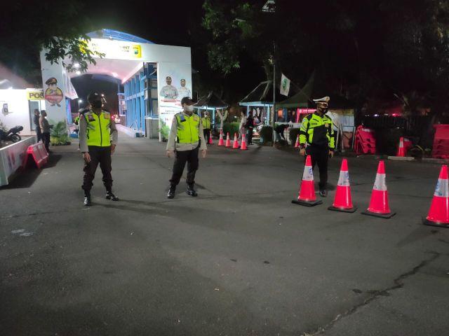 Petugas Halau 17 Pemudik Luar Kota dari Pos Timbangan Klakah Lumajang