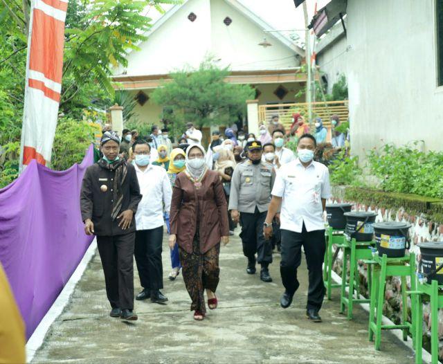 Bunda Indah Ajak Masyarakat Bangkitkan Gotong Royong di Lumajang