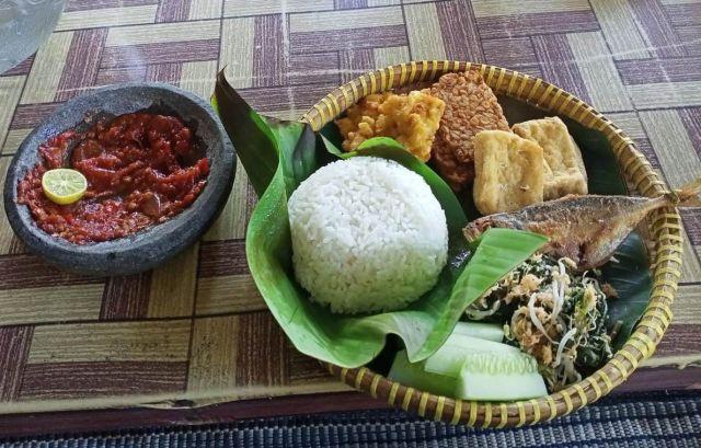 Nikmatnya..! Sego Tedok Makanan Khas Tirtosari View Lumajang