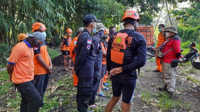 BPBD Lumajang Dibantu Basarnas Cari Bocah Tenggelam di Bondoyudo