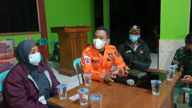 Bupati Lumajang Pantau Korban Gempa di Tempursari Larut Malam