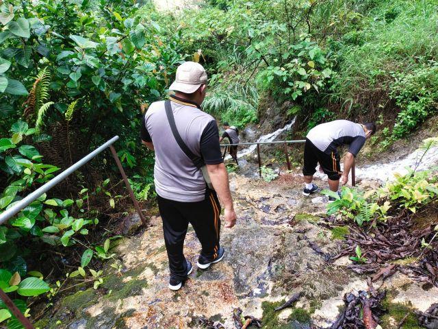 Kapolres Lumajang Ajak Olahraga Anggota di Wisata Goa Tetes