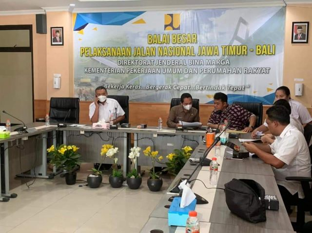 Cak Thoriq Minta Kemen PUPR Perbaiki Jalan Rusak Lumajang Selatan