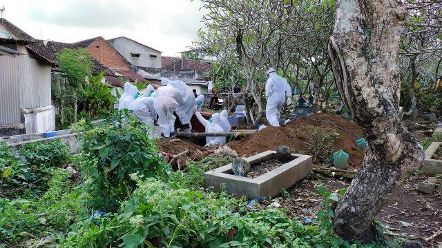 Polisi Lumajang Amankan Pemakaman Pasien Covid-19