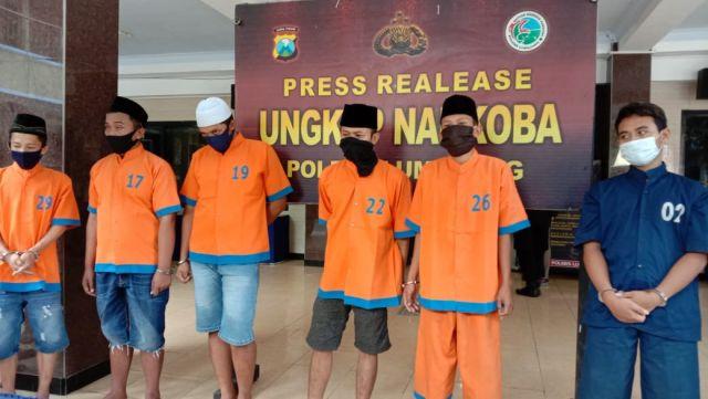 2 Pemuda Lumajang Edarkan Obat Terlarang Sejumlah 80 Butir Berlogo Y