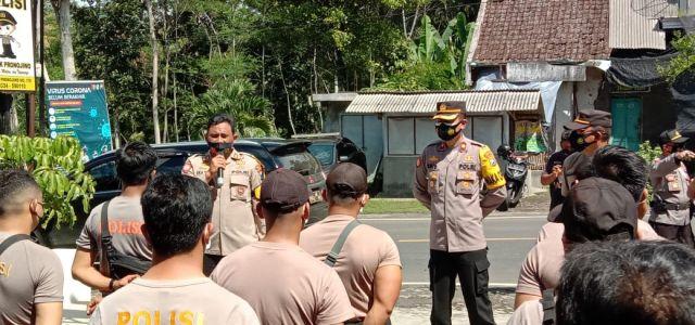 Kapolres Lumajang Kerahkan Anggota Bantu Korban Gempa Pronojiwo