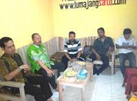 Berkunjung ke Redaksi lumajangsatu.com, Bang Poer Berdiskusi Potensi Lumajang
