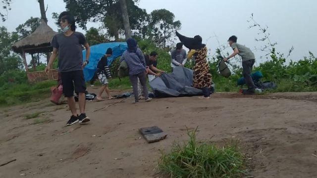 Cerita Seru Mahasiswa KPI IAI Syarifuddin Liburan di Gunung Wayang