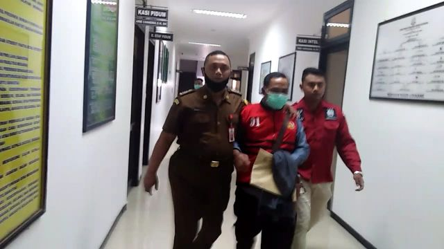 Mantan Kades Purorejo Resmi Ditahan Kejaksaan Negeri Lumajang
