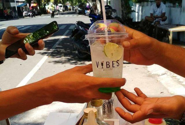 Vibes Tropical Es Ala Pantai Hadir di Kota Lumajang