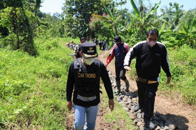 Bupati Lumajang Pastikan Pembangunan Jalur Pasirian - Tempursari