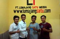 Staf Redaksi beritajember Berguru ke Lumajangsatu.com