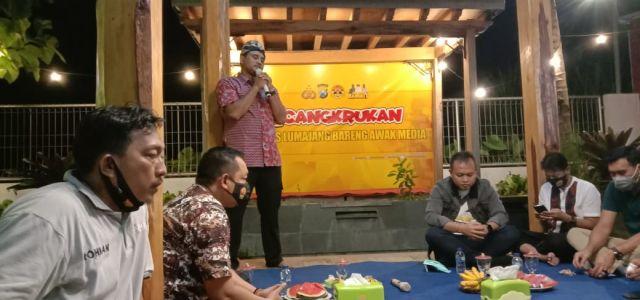 Kapolres Lumajang AKBP Eka Cangkrukan bersama Wartawan